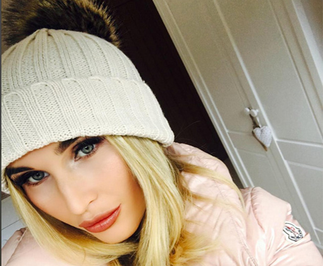 Pregnant Billie Faiers gets cosy