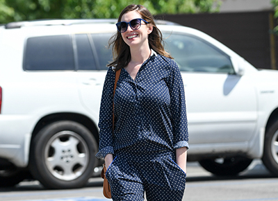 Anne Hathaway's first lunch out with baby