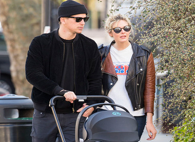 Josh Harnett spotted out with his baby