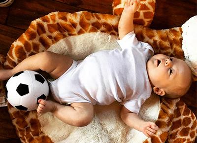 Louis Tomlinson's son is a football fan