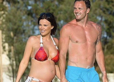 TOWIE star Maria shows off her tummy
