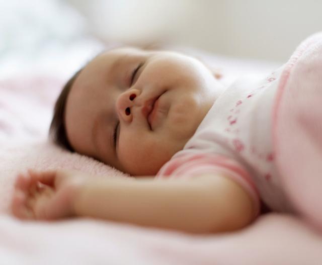 8-tips-to-help-your-baby-sleep-when-teething