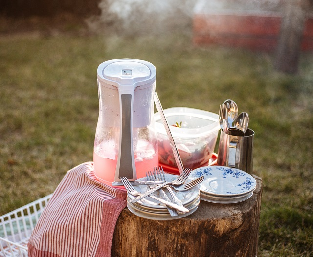 Baby shower picnic basket and drinks