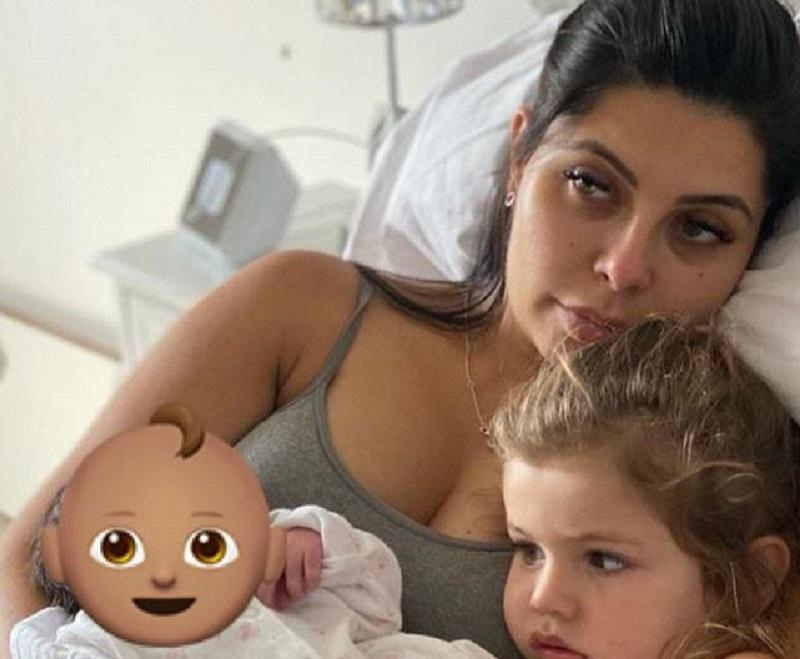 Cara de la Hoyde and children