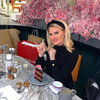 Danielle Armstrong eating cake
