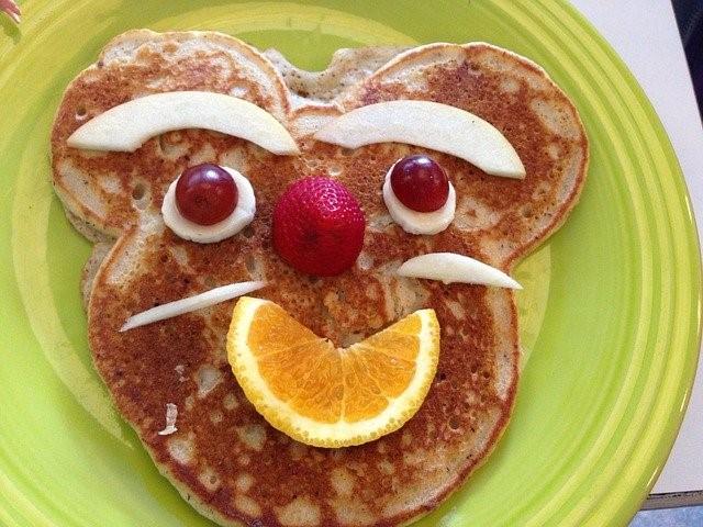 Fun Pancakes with Fruit